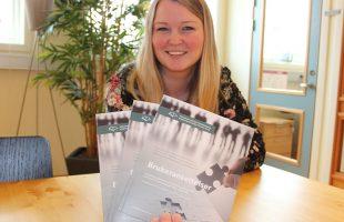 HÅNDBOKA KLAR: Endelig er håndboka for brukeransettelser klar, konstaterer prosjektleder Anne Lisbeth Odinsen fornøyd. (Foto: Astrid Borchrevink Lund)