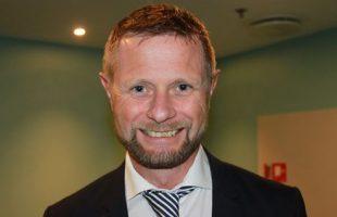 Statsråd Bent Høie vil fordommene rundt psykisk helse til livs. Da har også pressen en jobb å gjøre, sa han på Helsejournalistikk-konferansen mandag.